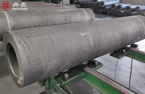 How graphite electrodes are made? raw material for graphite electrodes